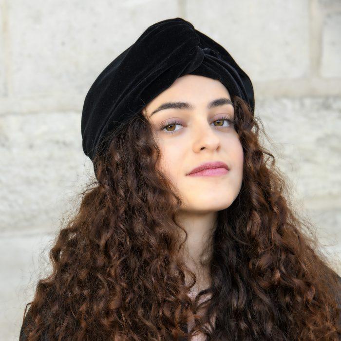 Turban Lila drapé en velours noirTurban Lila drapé en velours noir
