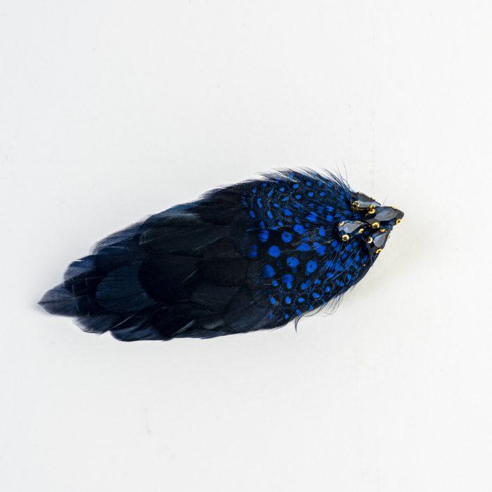Pince Eiko à plumes bleues de coq et de dinde avec strass