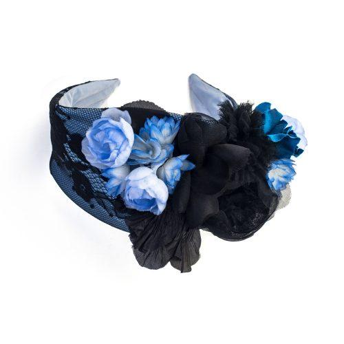 Serre-tête Daphné en satin bleu et dentelle avec fleurs