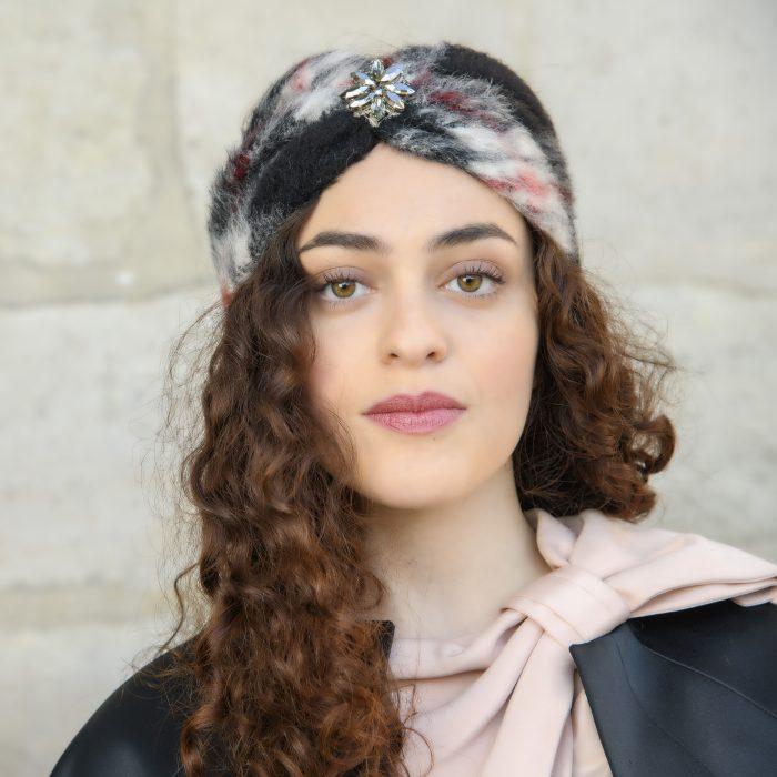 Turban Ella en mohair à carreaux noir et gris et strass