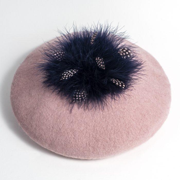 Beret Olympia rose en laine et plumes d'oie bleues