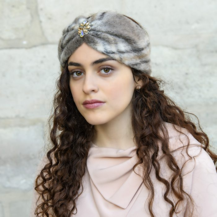 Turban Ruby en mohair gris à carreaux et strass