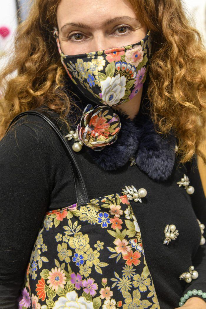 masque-sac-coton-du-japon-noir-or-fleurs-johanna-braitbart