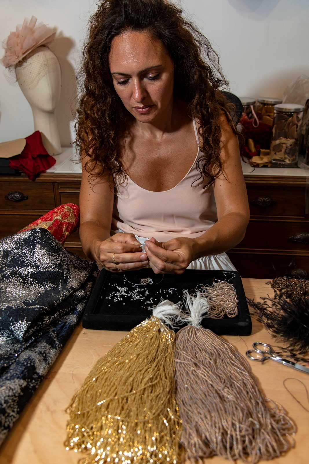 La Creatrice Dans Son Atelier Du Marais A Paris Broderies Perles Johanna Braitbart