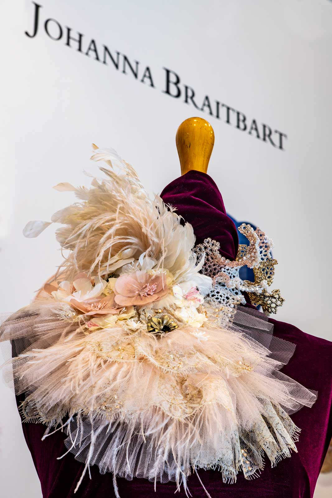 Plastron Haute Couture Plumes Dentelle Fleurs Broderie Johanna Braitbart